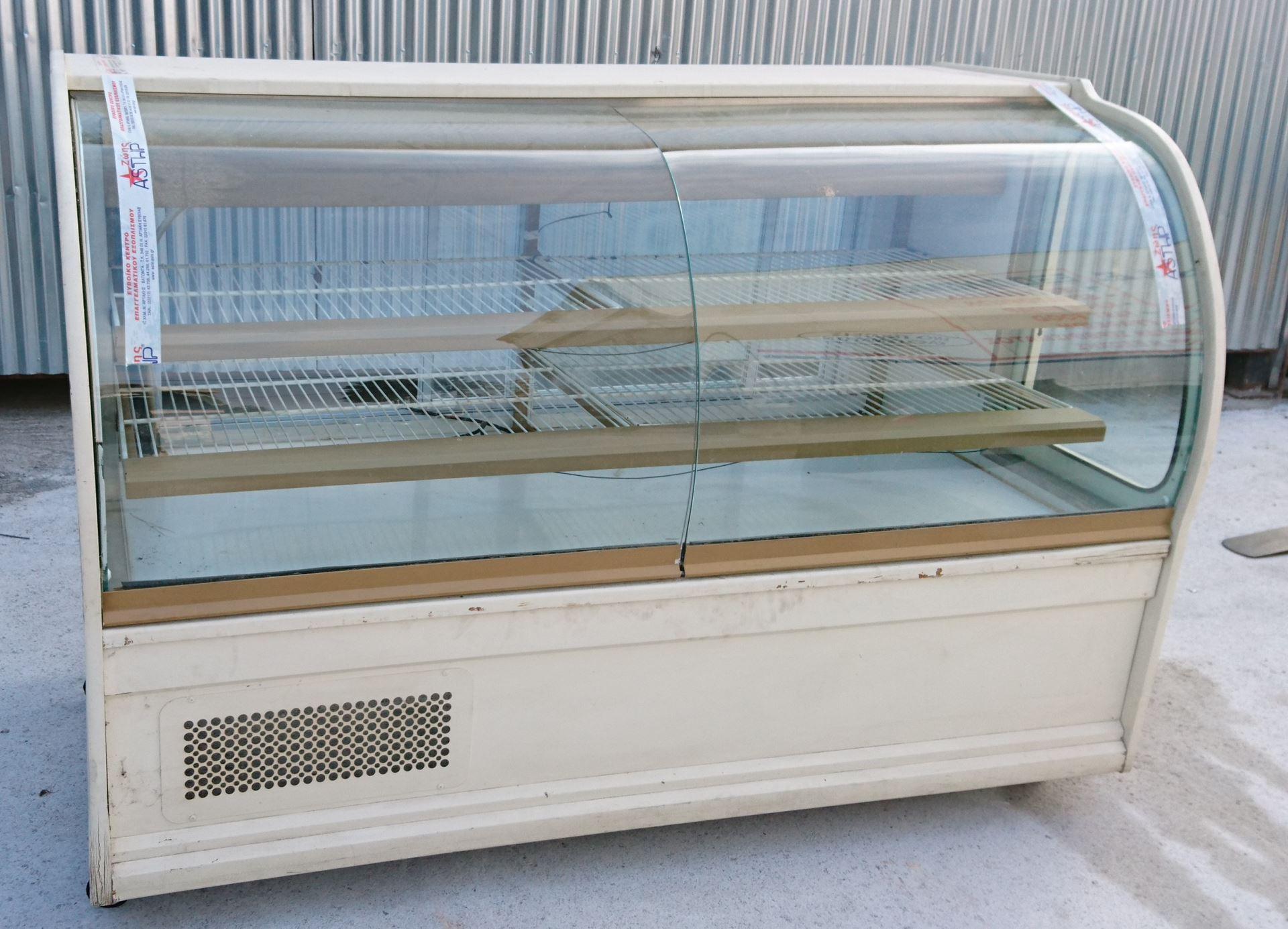 Βιτρίνα Ζαχαροπλαστείου με ψυκτικό μηχάνημα 1.96 m, μεταχειρισμένη