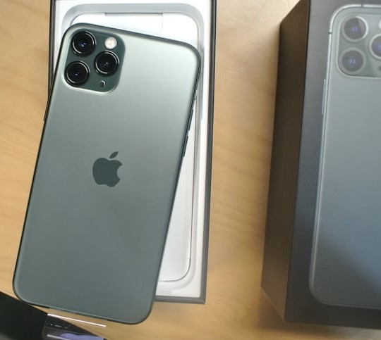 Apple iPhone 11 Pro 64GB = $500,iPhone 11 Pro Max 64GB = $550,iPhone 11 64GB = $450, iPhone XS 64GB = $400 ,  iPhone XS Max 64GB = $430 , Whatsapp Chat : +27837724253